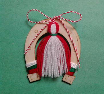 martenitsa on horseshoe magnet