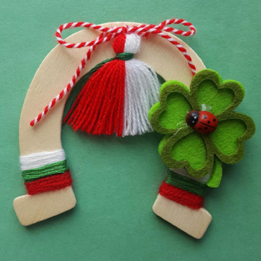 martenitsa horseshoe with clover